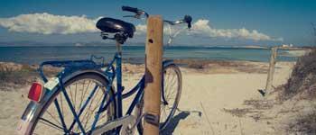 Reserva tu bicicleta, moto o coche para moverte en Formentera