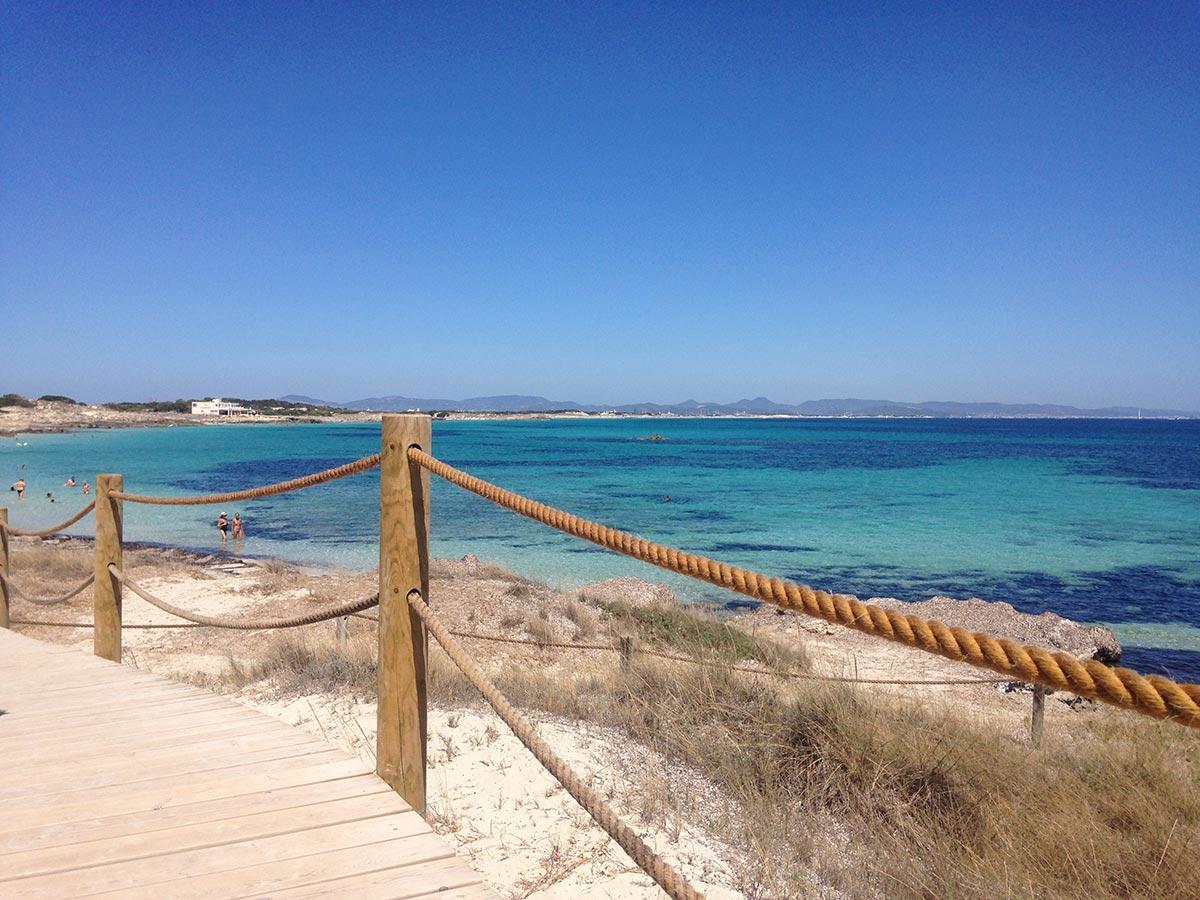 Pasarela hacia Playa de Ses Canyes