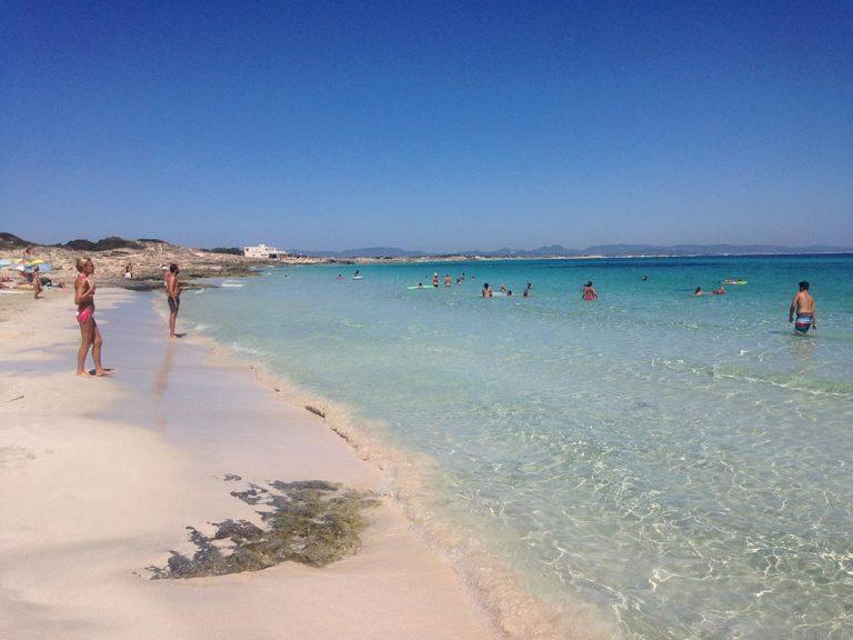 Playa de Ses Canyes, día de playa