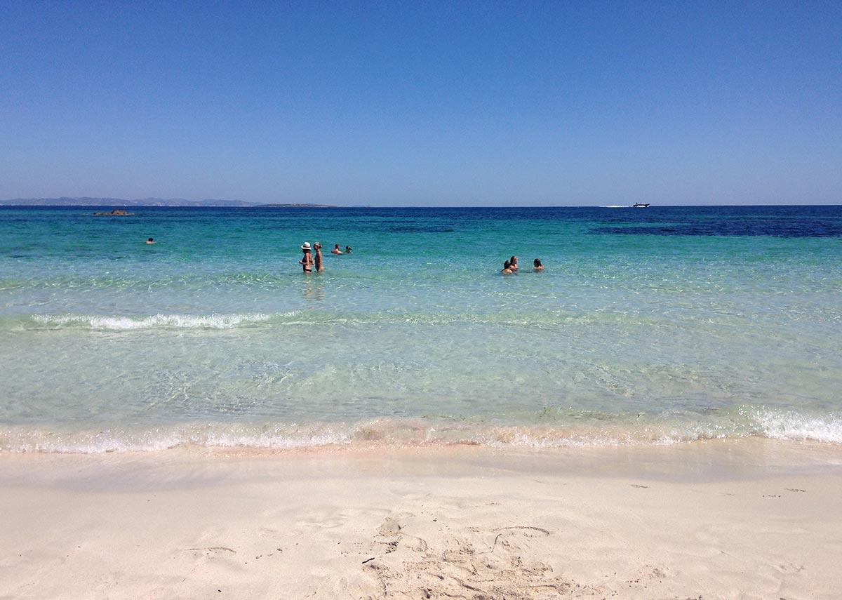 Aguas tranquilas en Playa de Ses Canyes