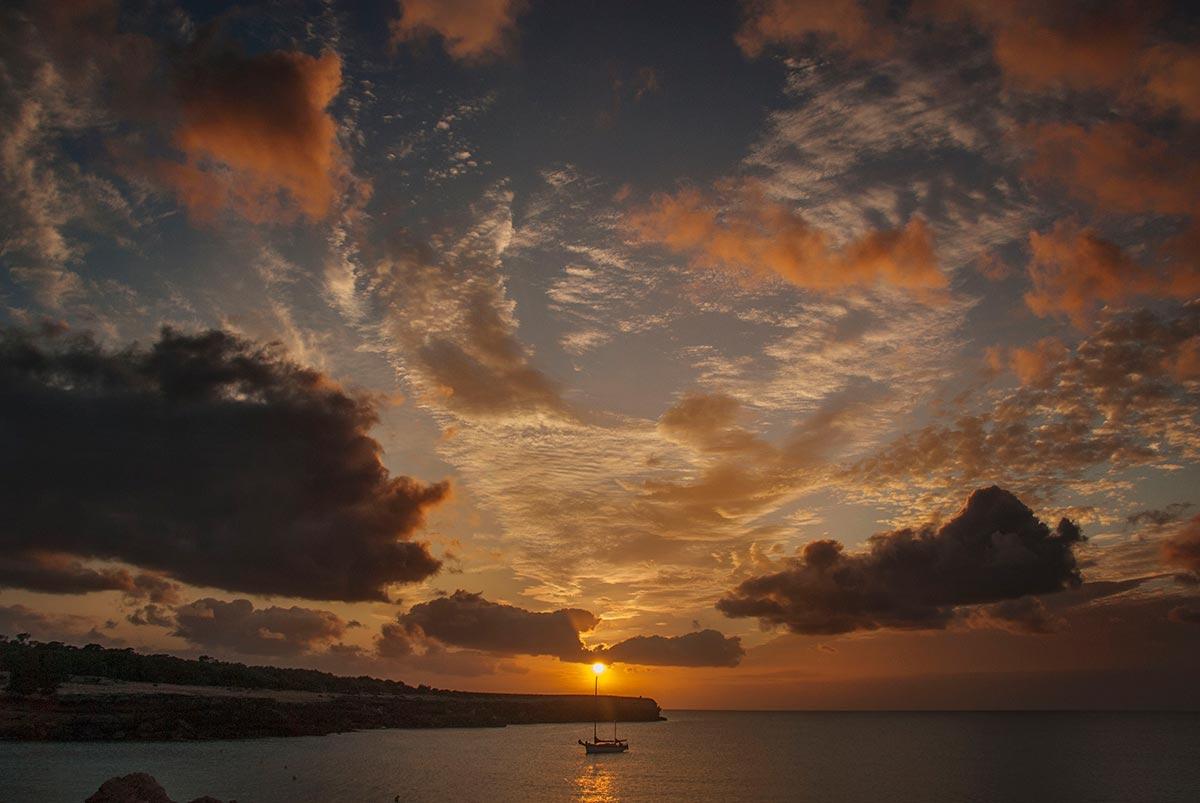 Espectacular puesta de sol en Cala Saona