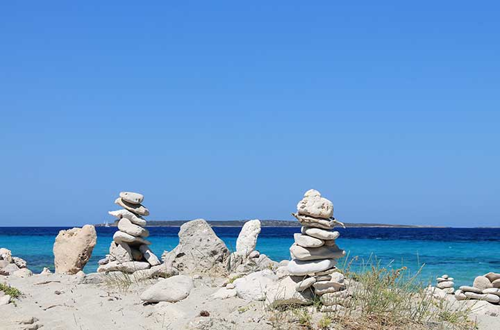 Esculturas de piedra en Es Trucadors, Illetes, Formentera
