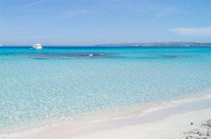 Aguas cristalinas de la Playa de Levante