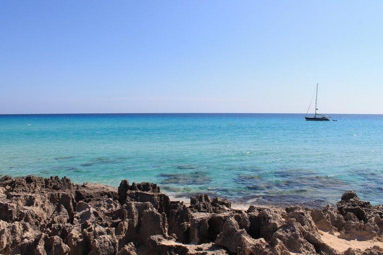 Playa de Es Codol Foradat desde las rocas