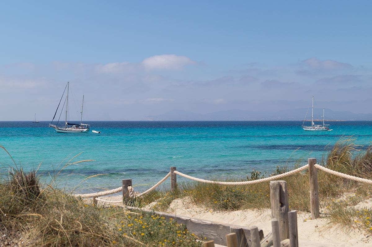 Pasarela hacia la playa de Illetes: Kiosko Restaurante El Pirata