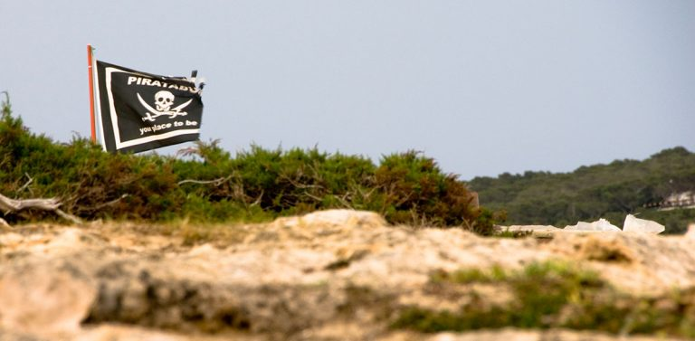Bandera Piratabus en Es Arenals