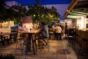 Terraza de noche en Restaurante Can Pepito