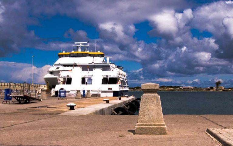 Ferry en el Puerto de la Savina