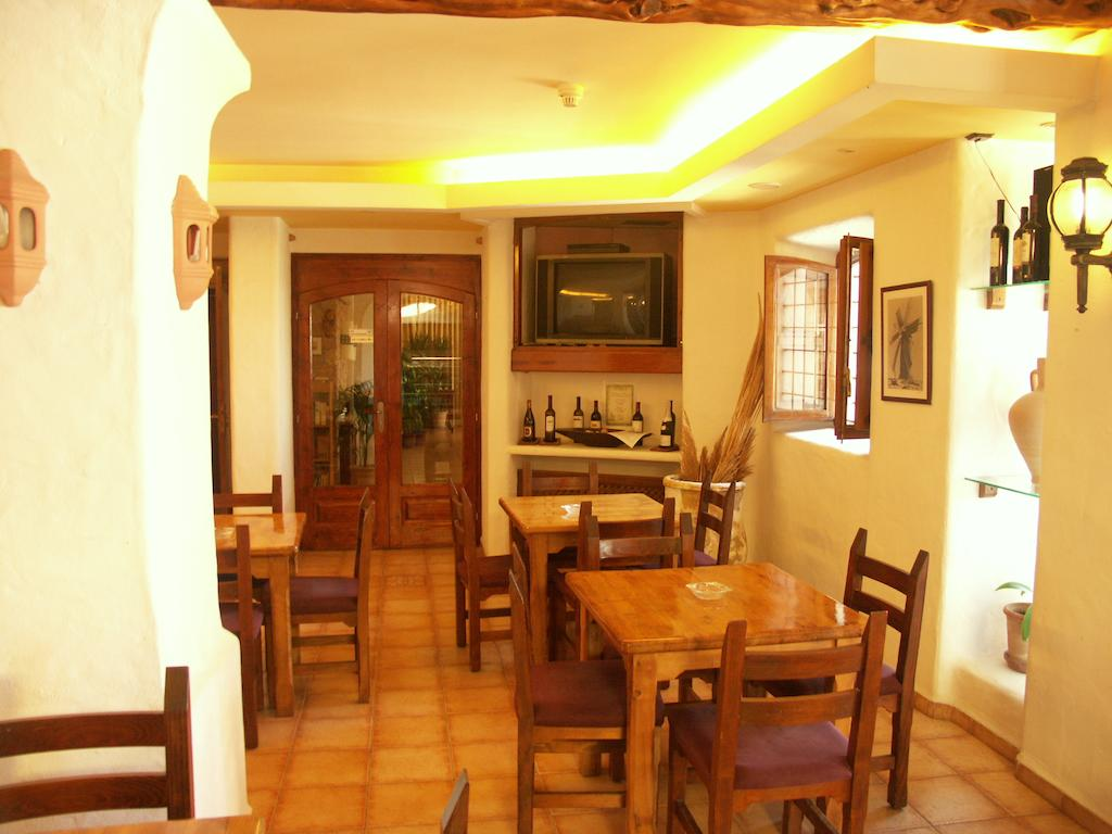 Comedor Hostal Illes Pitiuses