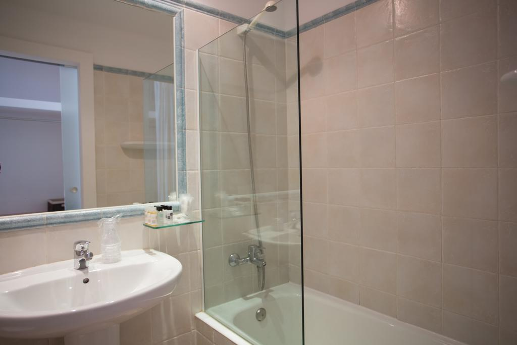 Baño en Hotel Bahía Formentera