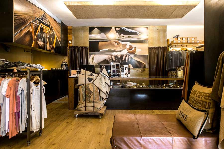 Costa Formentera, Interior de tienda