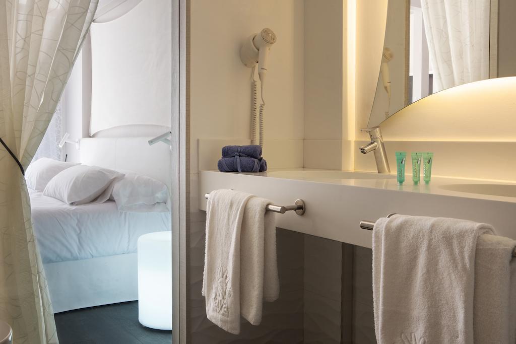 Blanco Hotel Formentera, baño
