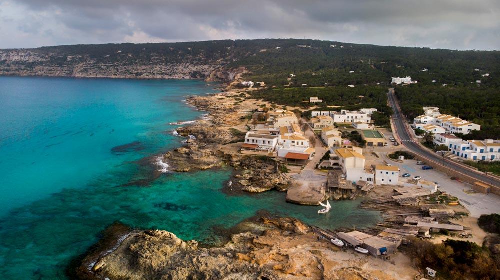Es Caló de Sant Agustí. Pueblo pesquero en Formentera